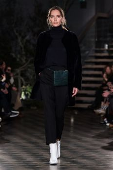Businessoffashion.com Filippa K | Ready-to-Wear - Autumn 2018 | Look 1 Green Bag, Fannypack, Side Bag, Leather